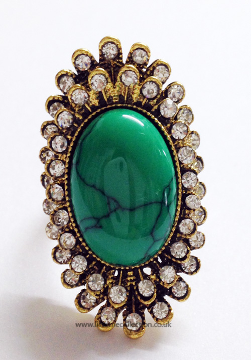 Oval shaped fashion Ring-Emerald Green